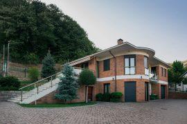 Porodična kuća, kompleks Mitrović